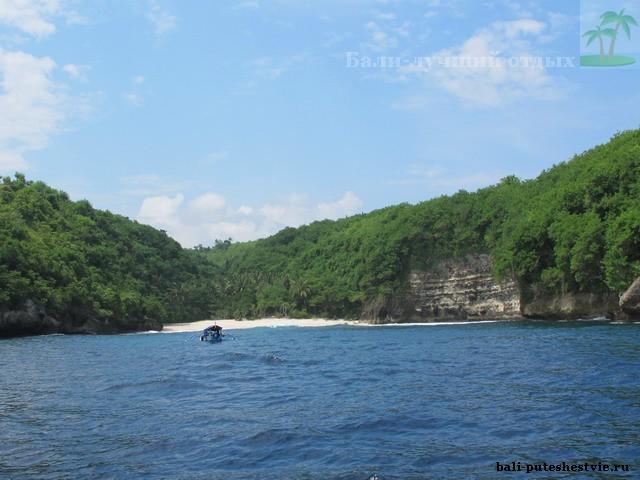 По морю до дикого пляжа на Нуса-Пенидия рядом с Бали