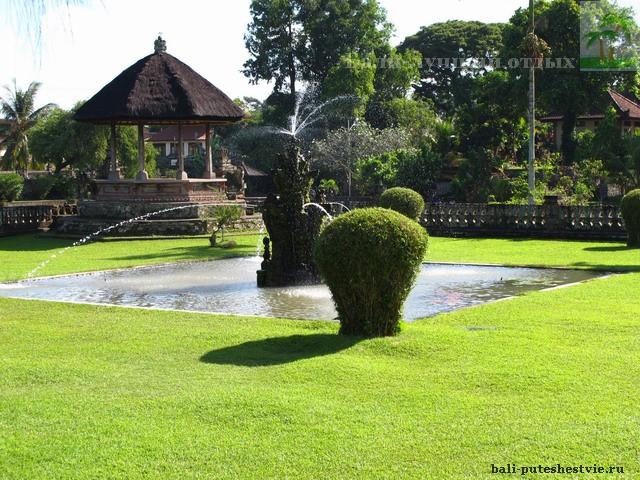 Фонтан храм Таман Аюн Бали