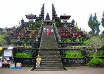 Храм Бесаких у подножия Агунга на Бали