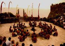 Огненный танец Кетчак в храме Улувату Бали
