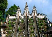 Храм Лумпуянг на Бали