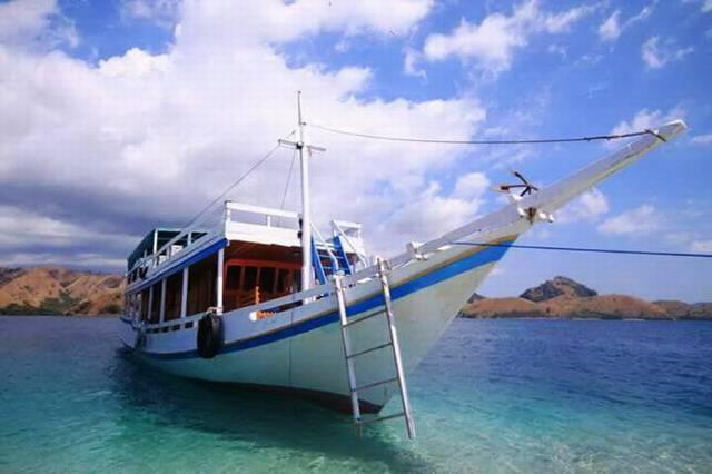 Лодка для путешествия на Комодо