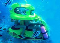 Катание под водой на подводном мотоцикле