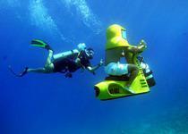 Катание под водой на подводном скутере