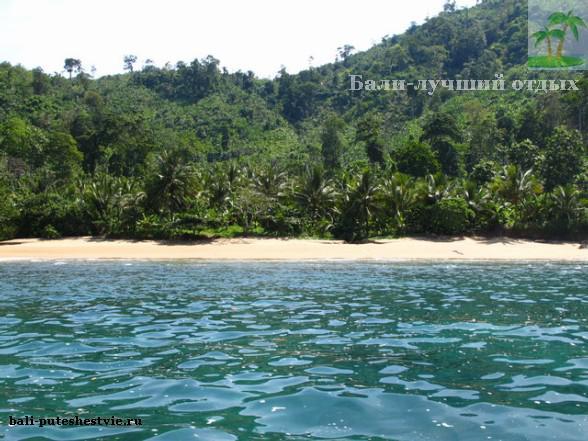 Дикий пляж на острове Ява