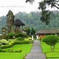 В храме на Бали