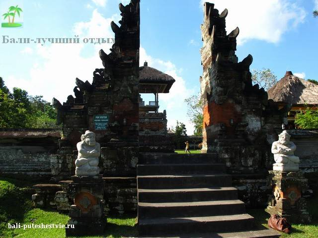 Традиционные ворота храма Бали