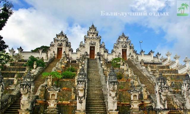 Храм на Бали Пура Лемпуянг