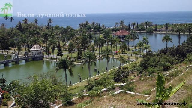 Водный дворец Таман Уджунг на Бали