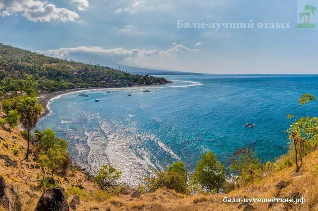 Пляж на востоке Бали