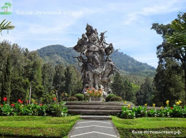 остров Бали статуя