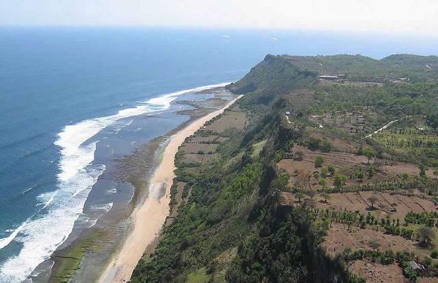 Вид с высоты на параплане на Бали