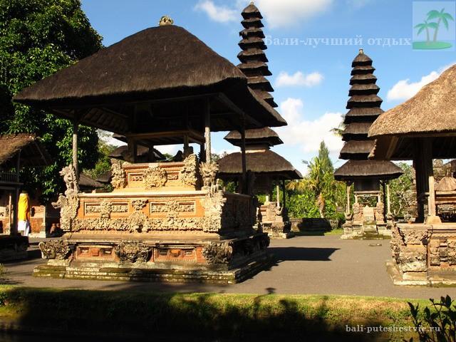 Виды храма Таман Аюн одного из главных на Бали